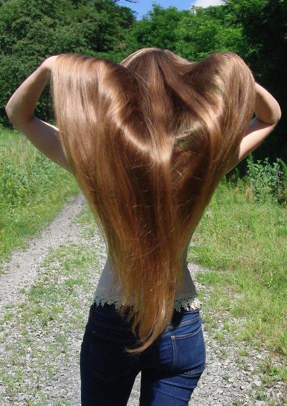 Sestrica mi je drkala svojom prelepom kosom