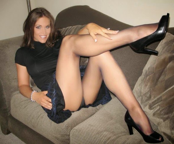 Very-Hot-Milf-In-Pantyhose-Stockings-2 - Volim Kad Mi -6866