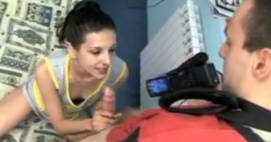 VIDEO: Mršavica dobija kurčinu
