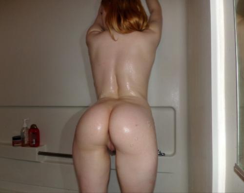 devojka u kupatilu