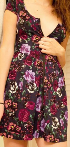 devojka u letnjoj haljini