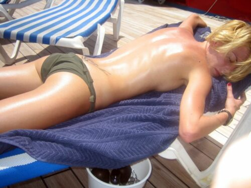sunča se u toplesu