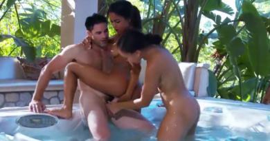 VIDEO: Egzotika sa dve lepotice u kadi